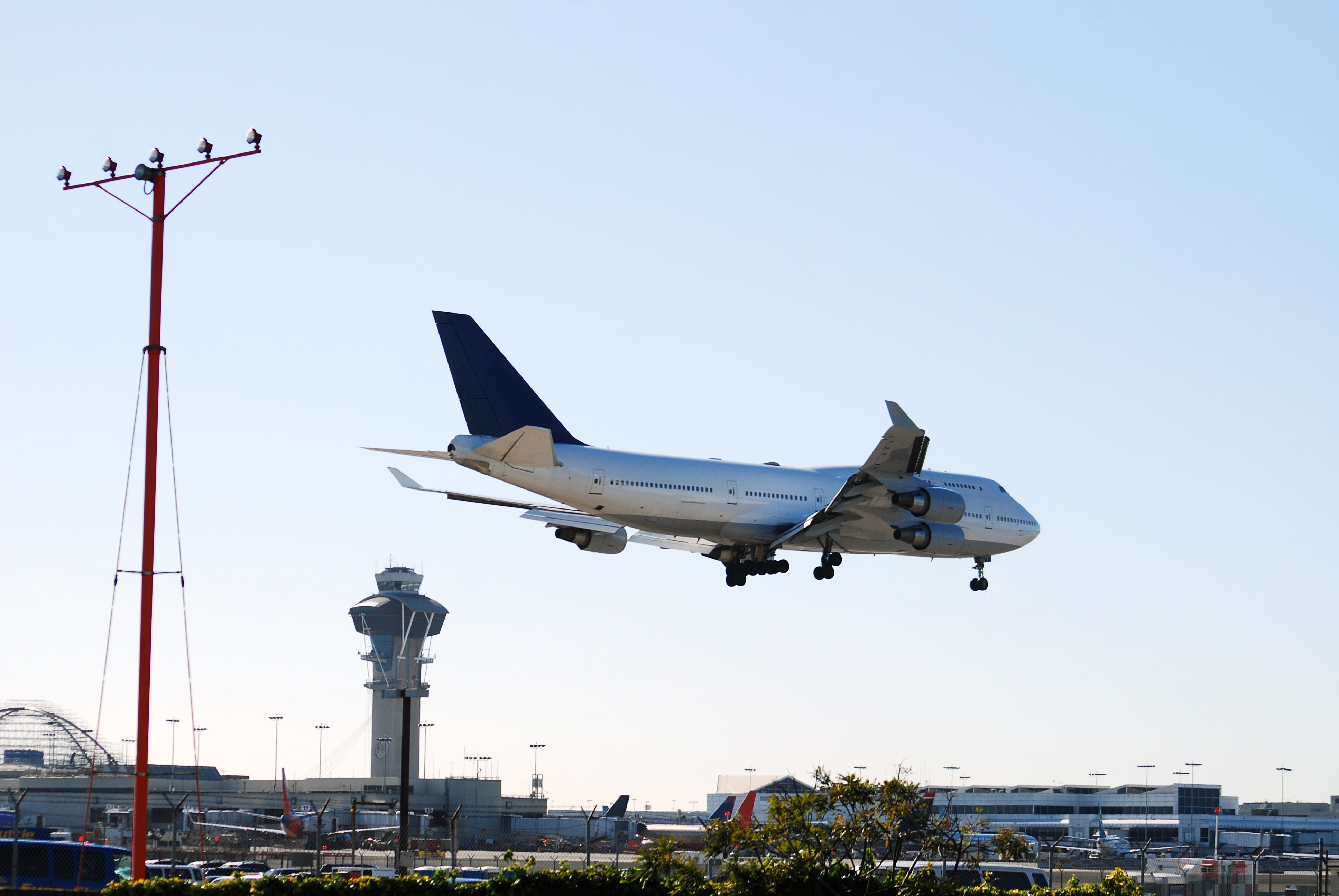 Blog_-_DASI_-_Control_Tower_and_Airplane2