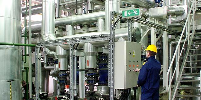 General Industrial - Technician in factory - 640x320