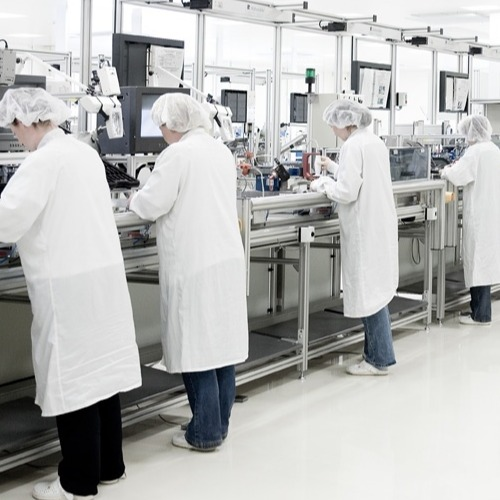 Critical Environments - Cleanrooms - Cleanroom with workers 600x525