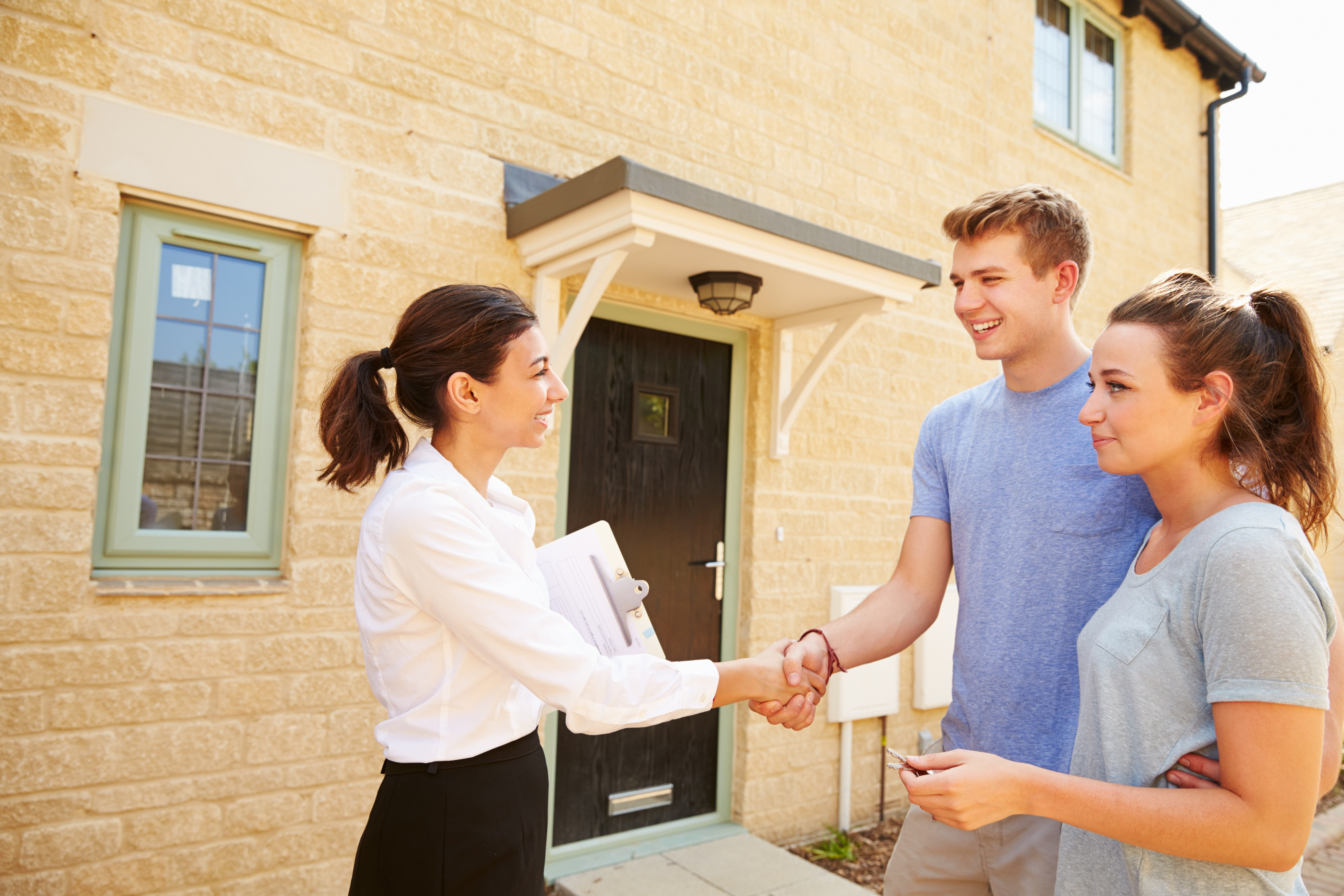 bigstock-Real-estate-agent-shaking-hand-102025619-1.jpg
